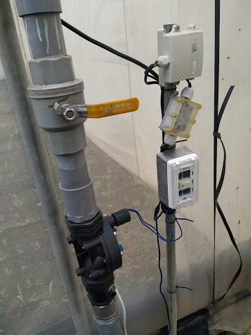 圖3、溫室灌溉管路安裝控制器及電磁閥,依據累積光度自動灌溉。